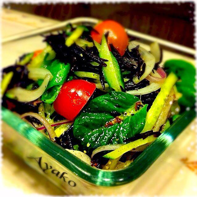 ひじきで鉄分摂取、玉ねぎで血液サラサラ♡ダイエット中の方にもおすすめ(≧∇≦)さっぱりしていて美味しい - 137件のもぐもぐ - 新玉ねぎとひじきのサラダ by ayako1015