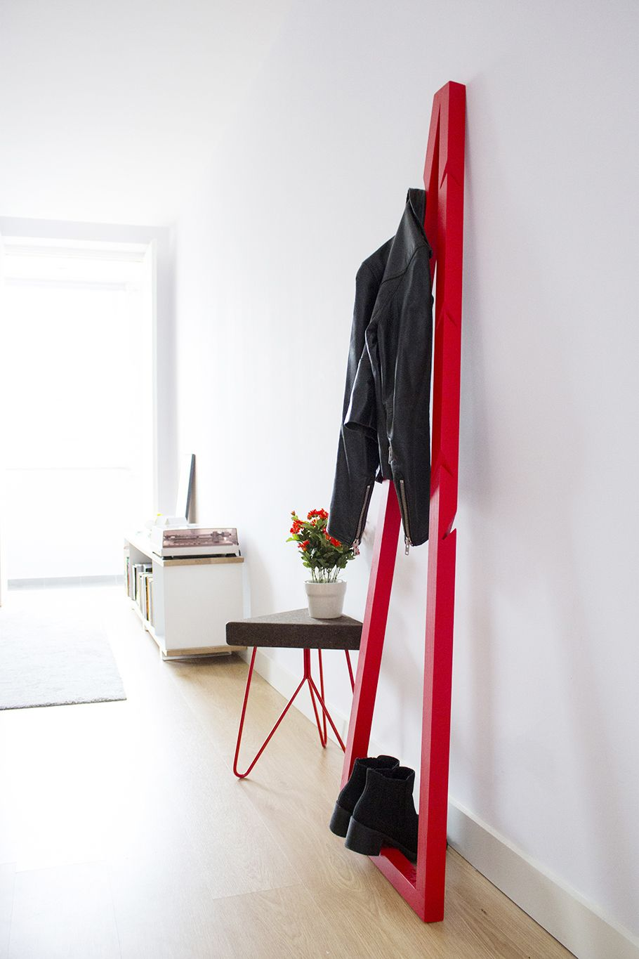 'Pendura' coat stand, minimalistic design - solid wood - and 'Três' stool - dark cork and red legs.  mendes'macedo for Galula