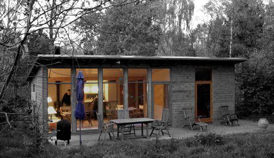 50m² sommerhus til familie i Tisvilde Hegn. Et køkken - Et bad - Et soveværelse og Et opholdsrum.