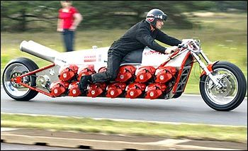 Monster Motorbike - dragbike with 24 Dolmar chainsaw engines