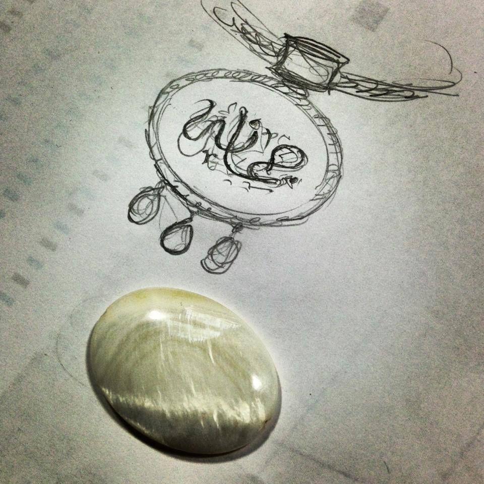 رسم فكرة مبدئية لتعليقة الصدف بإطار و بيت مزخرف من الخلف مع الأسماء بالزركون واللؤلؤ تحت التنفيذ أحلى المجوهرات ذهب فضة جواهر السعودية