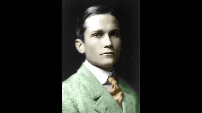 Hiram Bingham - Ihre erstaunlich hochentwickelten Häuser und Tempelanlagen blieben über zweihundert Jahre unentdeckt. Erst Mitte des 19. Jahrhunderts zeigten Aufzeichnungen wieder erste Hinweise auf Machu Picchu. Und schließlich - im Juli 1911 - also vor ziemlich genau 100 Jahren, stieß der amerikanische Archäologe Hiram Bingham bei einer Expedition auf die Ruinen von Machu Picchu. Zwei Jahre dauerte es, bis er und sein Team weite Teile der vom Dschungel überwucherten Bauten freigelegt…