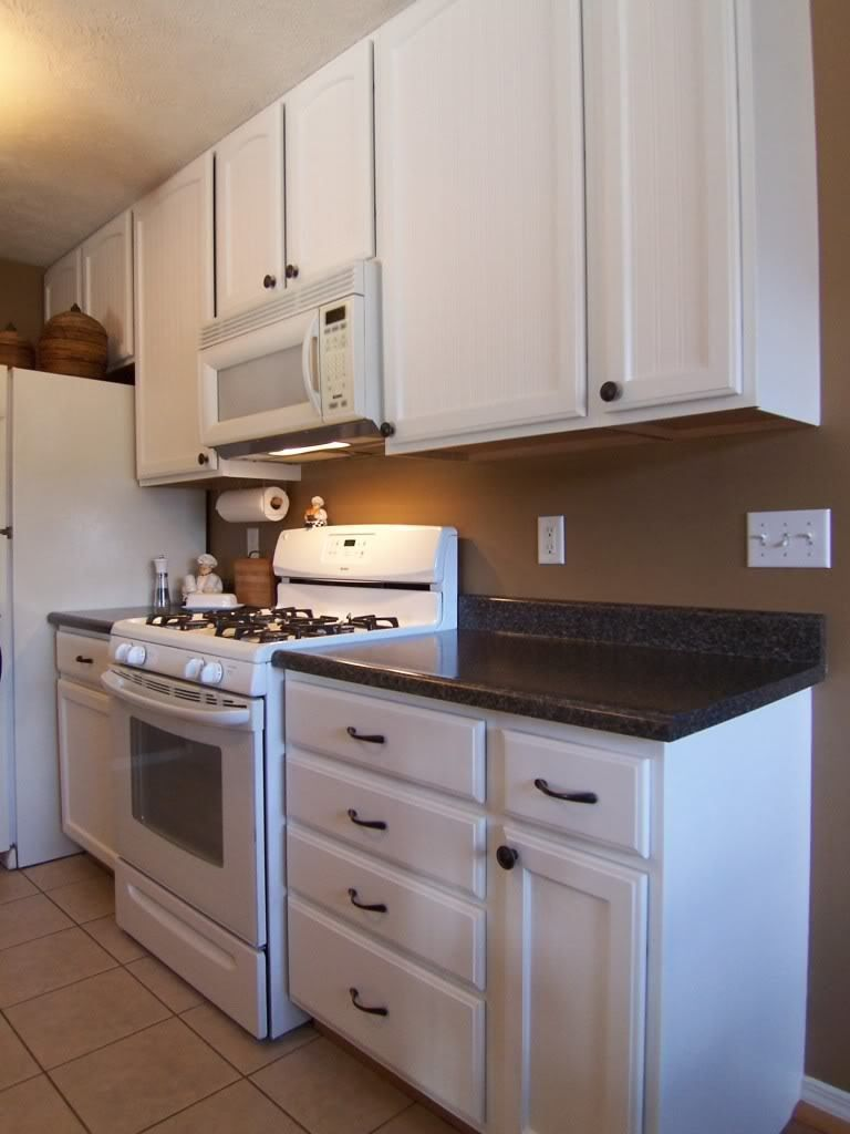 Yes You Can Paint Your Oak Kitchen Cabinets Oak Kitchen Cabinets Oak Kitchen Painting Kitchen Cabinets White