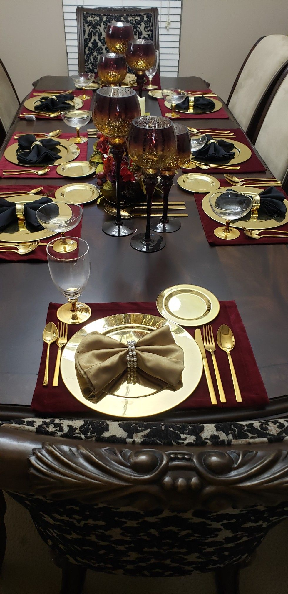 Burgundy, Black, and Gold Table Decor | Gold room decor ...