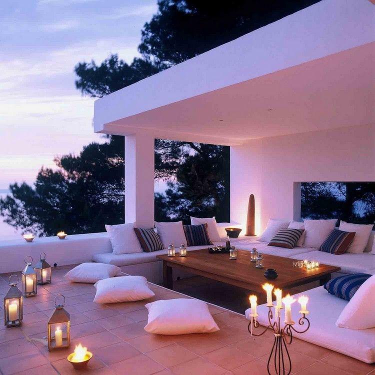 idée déco terrasse tamisée, éclairage indirect, lanternes ...
