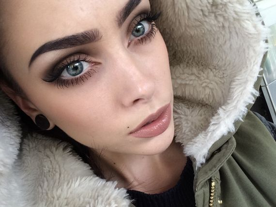 Johanna Herrstedt, autumn makeup, perfect eyebrows, natural colored lip, smokey eye