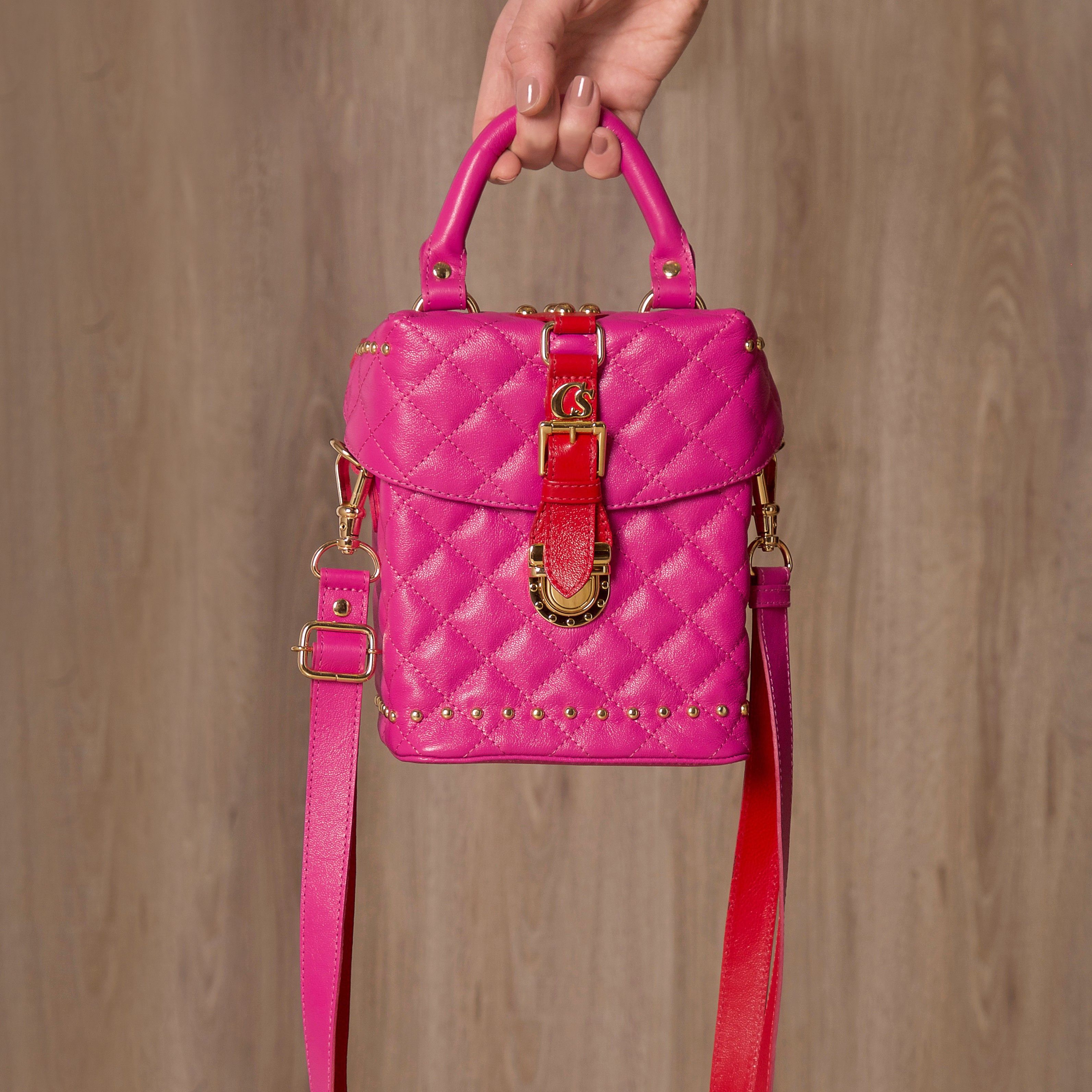 8ac41c60a0 Bolsa Pandora Carmen Steffens! Tendência red and pink para contrastar com  suas produções!