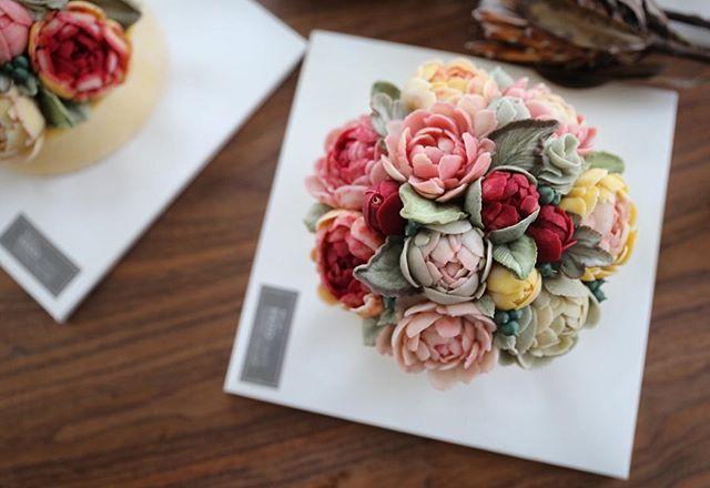 the st week of EEDO Advanced class.. #flowercake #beanpasteflower #buttercreamflowers #buttercream #koreanflowercake #worldwideflowercakeclass #韓式唧花 #鲜花蛋糕 #鮮花蛋糕 #bungakue #KekBunga #เค้กดอกไม้ #weddingcake #cakedeco #cakedesign #cakedecorating #Koreandecoratingart #eedocake #eedo #이도케익 #이도케이크 #이도어무니 #앙금플라워 #버터크림플라워 #떡케이크 #앙금플라워케이크 #버터크림플라워케이크 #peony