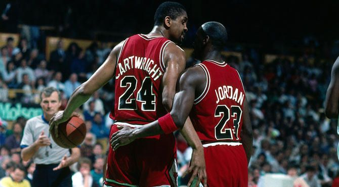 Bill Cartwright and Michael Jordan | Michael jordan, Jordans, Da bulls