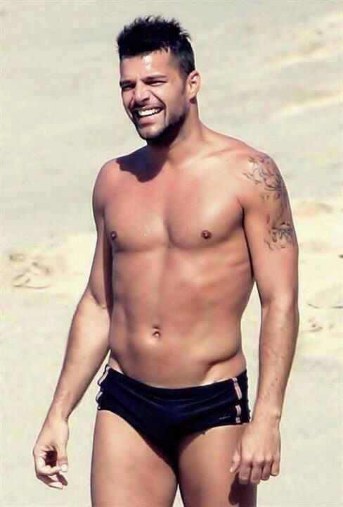 ricky-martin-naked-on-the-beach-blonde-moaning-sex