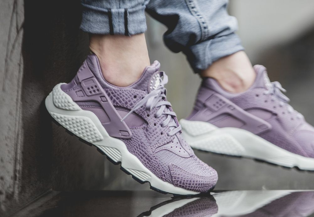 nike free huarache light purple nails