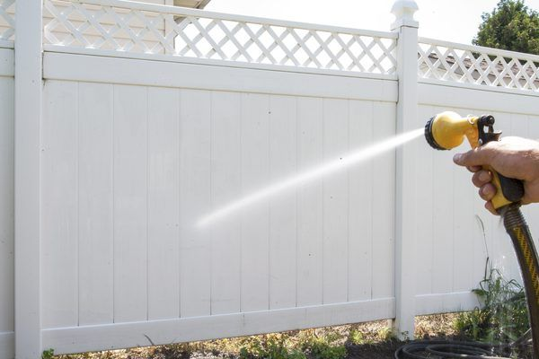 How To Clean A White Vinyl Fence In 2019 White Vinyl