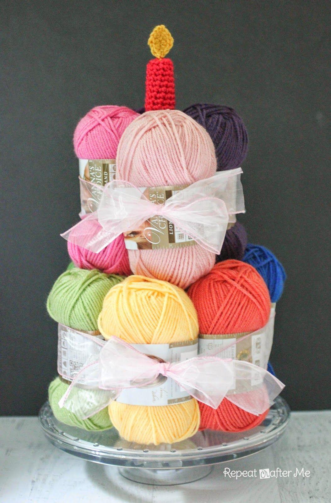 Yarn Cake with a Crochet Candle (con immagini) | Torte di compleanno, Idee regalo, Compleanno