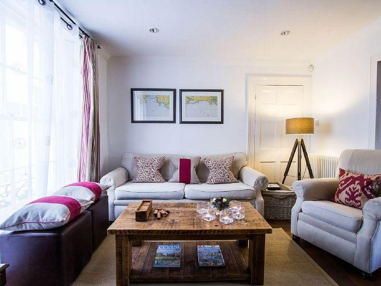 feng-shui-wohnzimmer-einrichten-klein-raum-couch-sessel-leinen - wohnideen für wohnzimmer