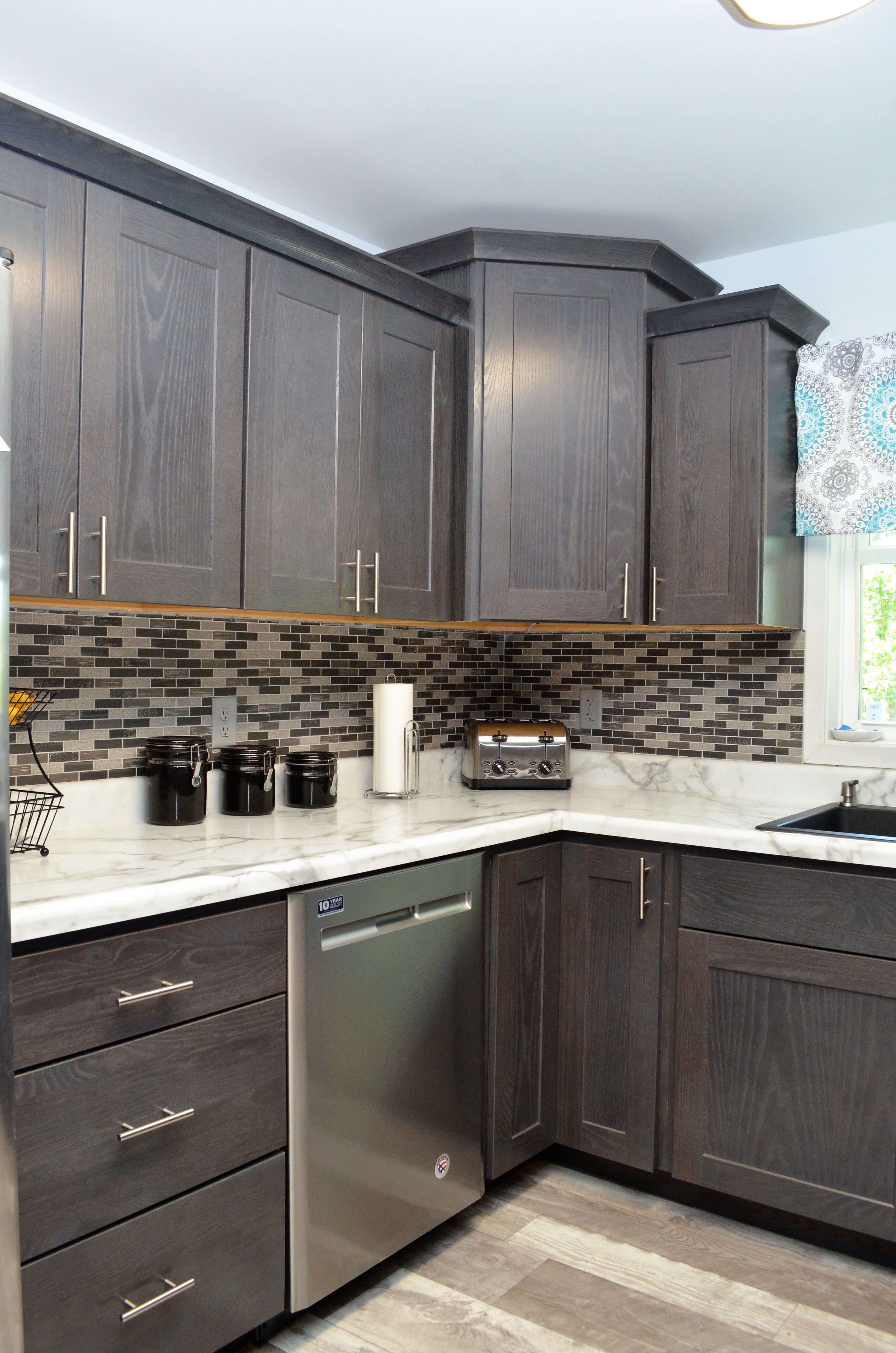 Kountry Wood Products Jamestown Driftwood Oak Oak Cabinets Cabinetry Kitchen