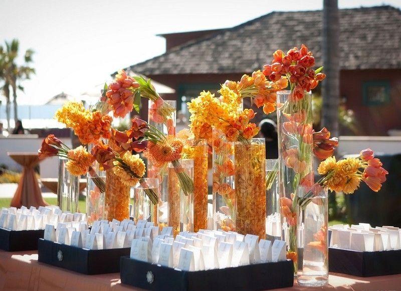 D Coration Florale Pour Table De Mariage En Automne Plusieurs Fleurs Orange Comme Accent Sur