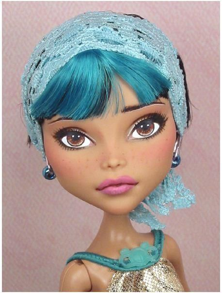 ♥ beautifully realistic monster high repaint  #CustomHomes #CustomHouse accenthaus.com