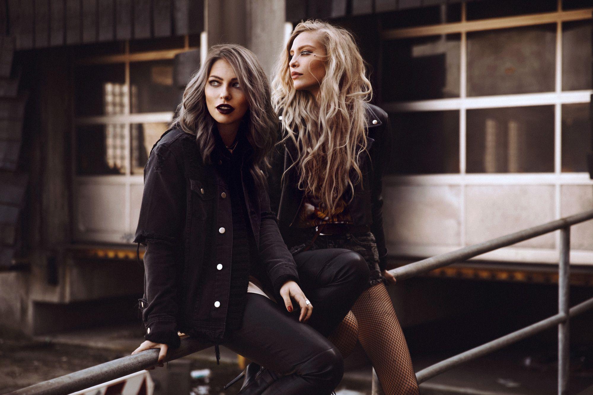 Masha-Lina-grey-hair-best-friends-2