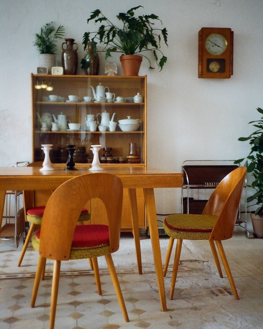 Czekamy Na Was Na Wilenskiej 21 Lookinside Dizajn Design Furniture Wzornictwo Prl Praga Pragapolnoc Wilenska Warszawa Home Decor Dining Table Decor