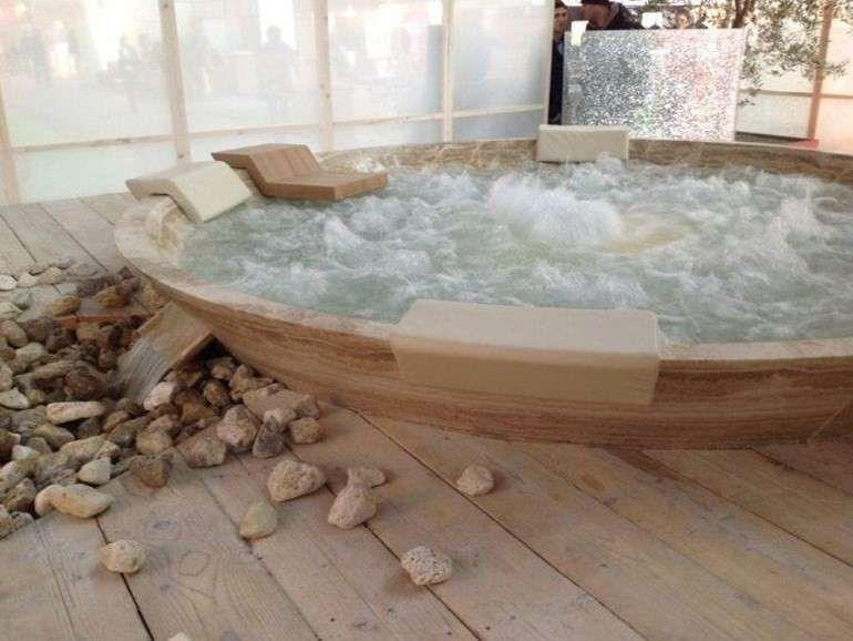 Mini piscinas y ba eras hidromasaje fotos de los modelos vaso de hidromasaje en piedra - Baneras de piedra ...