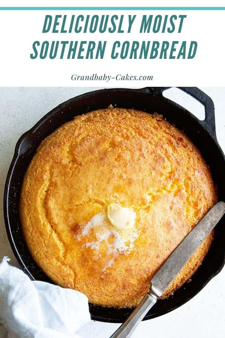 Fill your kitchen with the smell (and taste) of THE BEST freshly baked, fluffy, moist, and buttery Southern Cornbread recipe in just about an hour! #cornbread #bread #southern #soulfood