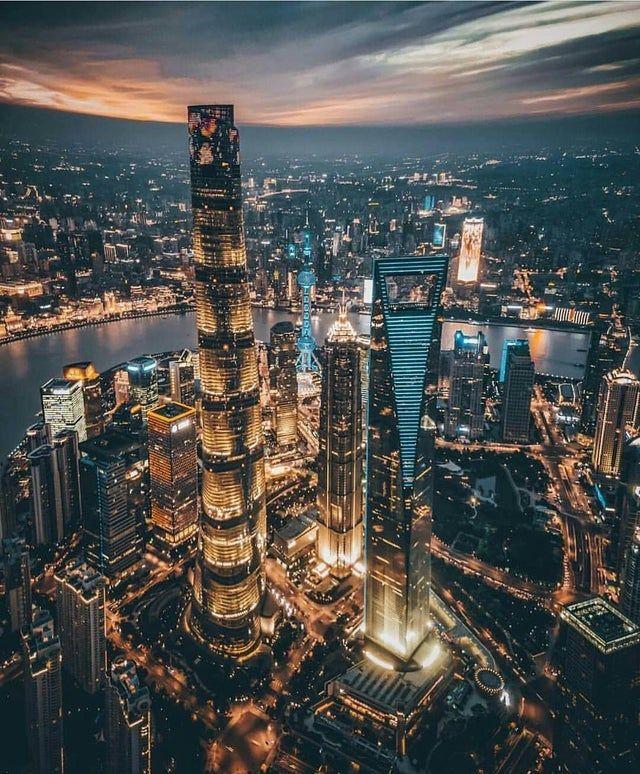Shanghai is one of the fastest growing cities in the world in terms of skyscraper construction. Its skyline is spectacular | Shanghai es la ciudad de China con mayor crecimiento económico y tiene uno de los mejores skylines del mundo, que sigue creciendo. | China. | Pictures | Vacation | Vacances | Ideas | Travel photography - Travel destinations - Travel ideas #China #Shangai #shanghai #skyline