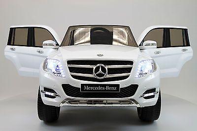 MiPetiteLife.es - Mercedes GLK 300. El coche a batería Mercedes GLK 300 es un elegante y lujoso modelo de 12V con un completo equipamiento. El modelo Mercedes GLK 300 dispone de licencia oficial Daimler-Mercedes. www.MiPetiteLife.es