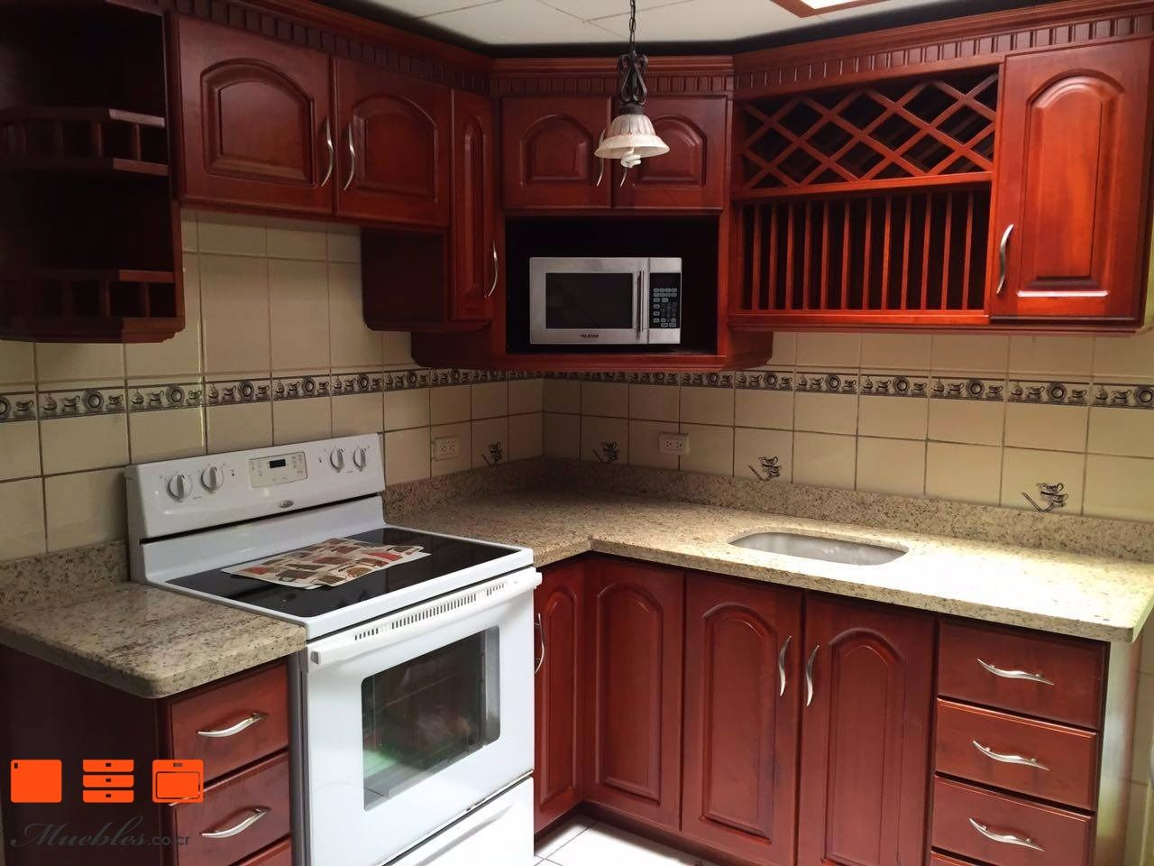 Mueble de cocina estilo rustico con microondas y cocina empotrados ...