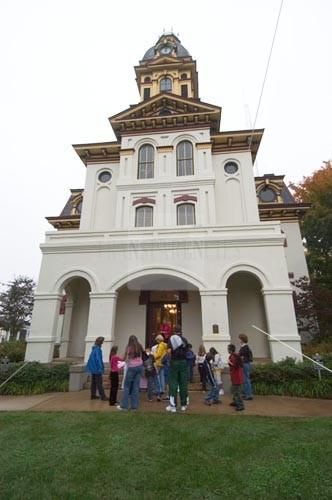 Concord Nc School Students Visit Historic Cabarrus County Courthouse House Styles Cabarrus County Concord