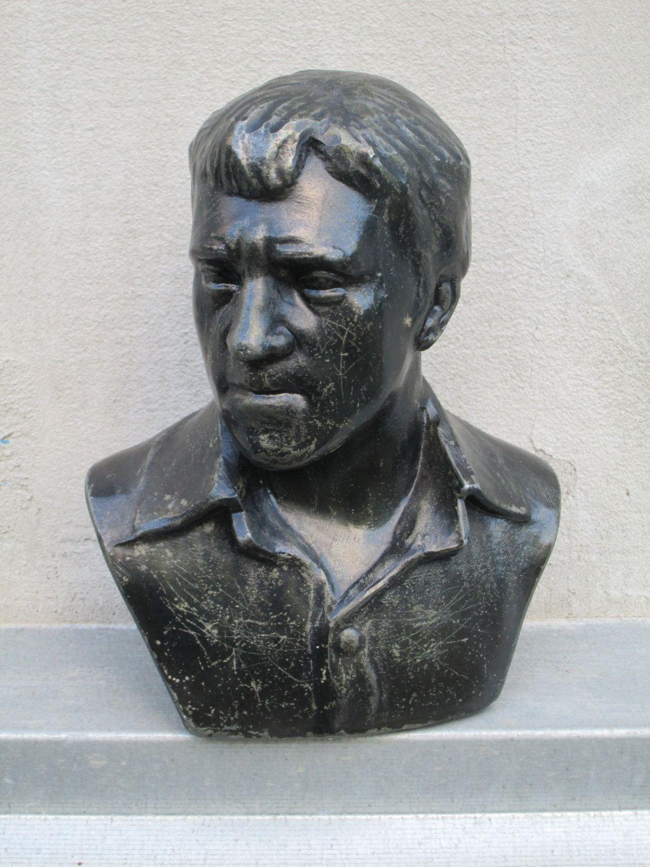 Soviet singer Vladimir Vysotsky metal Bust Figurine Statuette  Sculpture poet…