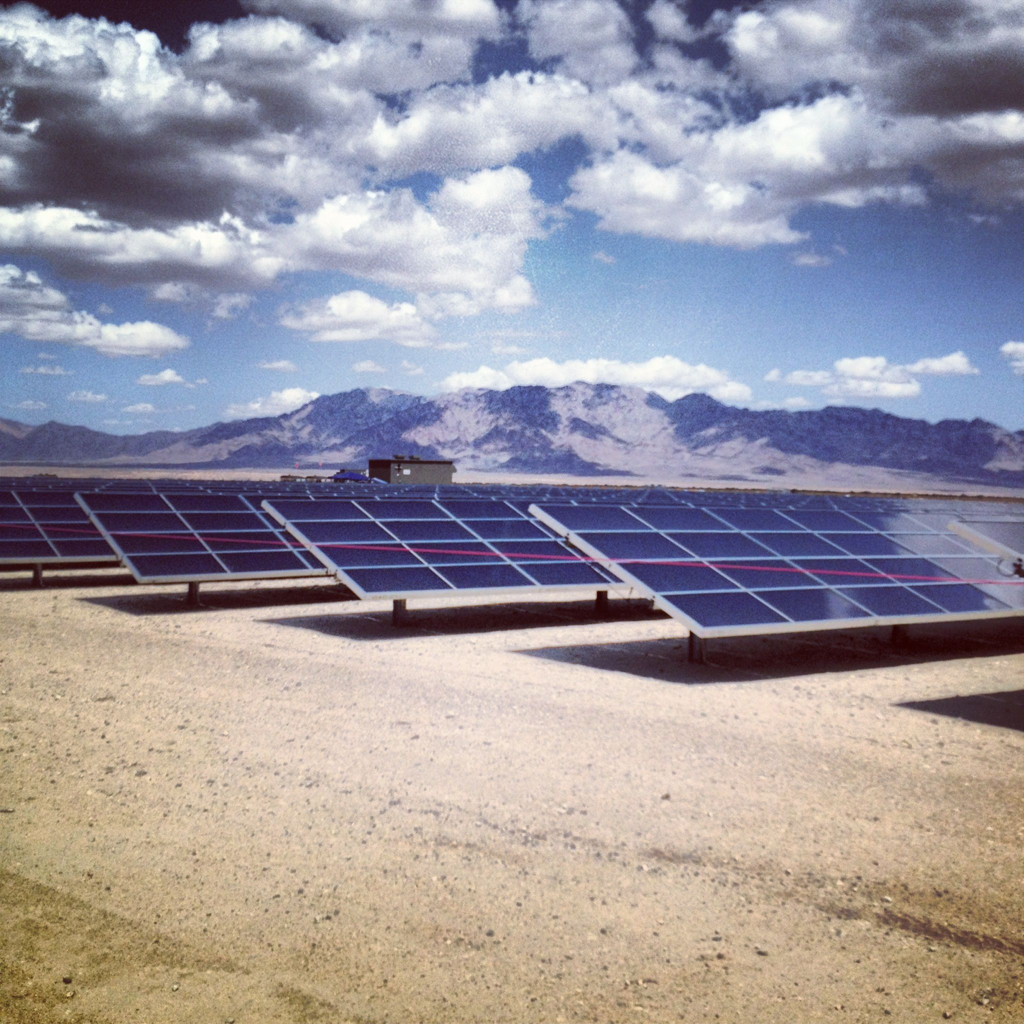 Desert Center Solar Farm Http Globalgreencapacity Com Solar Farm Solar Roof Solar Panel