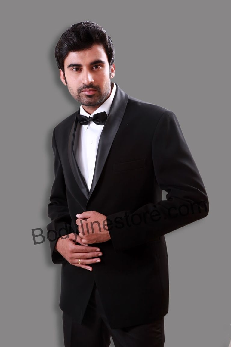 Choose one of the most fantastic black tuxedo that you can