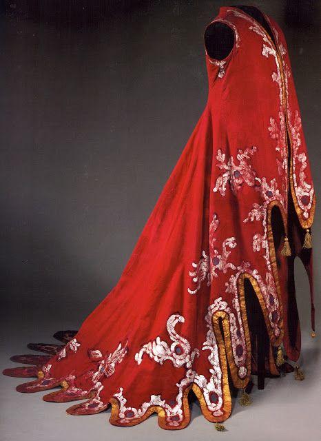Cloak for a harpist (1919).  Designer: Alexandre Benois.