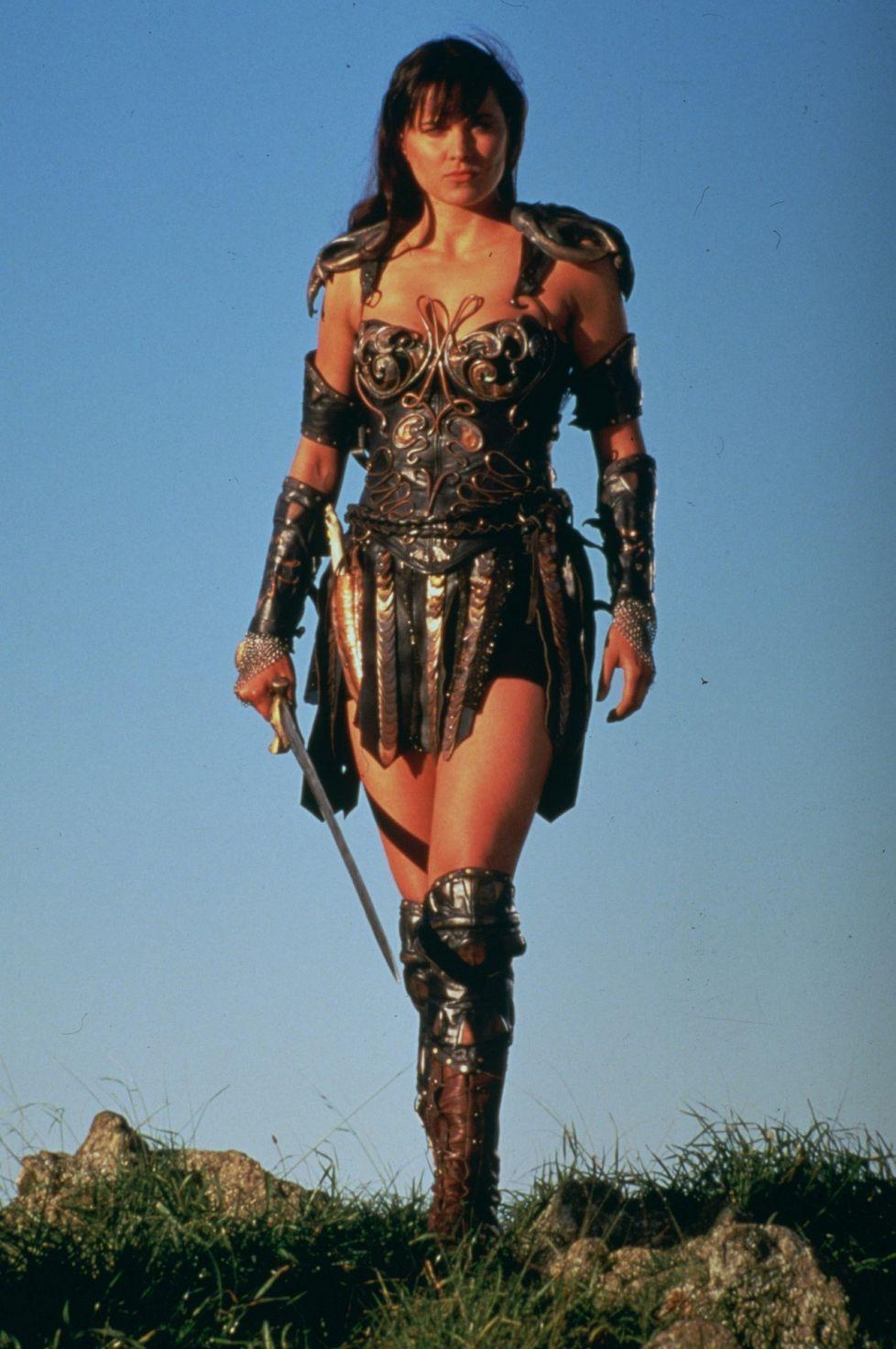 Lucy Lawless - Xena / Uskoisitko samaksi viettelijäksi? Näin vuodet ovat kohdelleet soturiprinsessa Xenaa - Viihde - Ilta-Sanomat