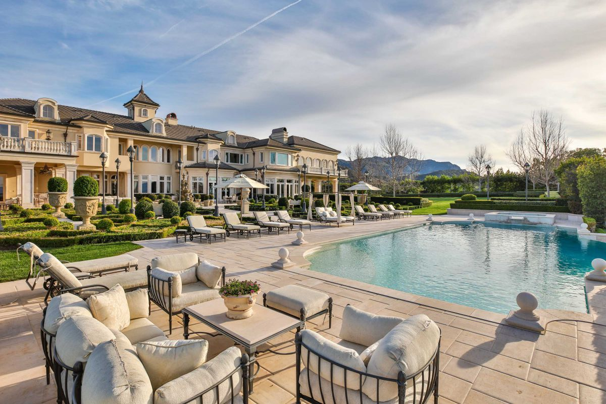 2500 White Stallion Rd Is Luxurious French Formal Estate Beautifully Situated On Over 20 Acres Of Land Redesigned And Ren Mansions Mansions Luxury Luxury Homes
