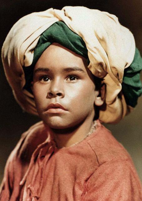 Die Geschichte vom kleinen Muck (Verweistitel: Der kleine Muck) ist ein Märchenfilm der DEFA. Er entstand 1953 in der DDR unter der Regie von Wolfgang Staudte und gilt als die erfolgreichste Produktion der DEFA-Filmgeschichte. Die Handlung beruht auf dem Märchen Die Geschichte von dem kleinen Muck von Wilhelm Hauff und erzählt von einem kleinen Jungen, der mit Zauberpantoffeln und einem magischen Stock auf der Suche nach dem Kaufmann ist, der das Glück zu verkaufen hat.