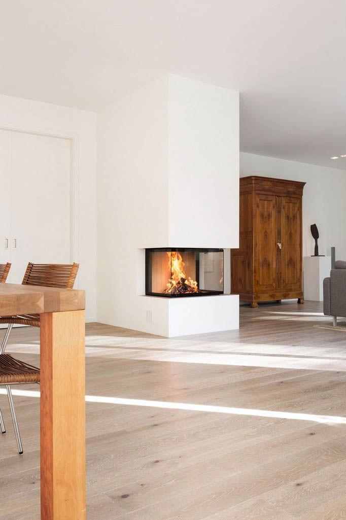 dreiseitig geoeffneter kamin mit hoch schiebbarer scheibe der kamin ist vom wohn wie vom. Black Bedroom Furniture Sets. Home Design Ideas