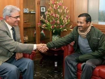The Delhi Cabinet has cleared a 50 per cent cut in electricity tariffs for the capital.  Arvind Kejriwal announced this after chairing a cabinet meeting at the Delhi Secretariat this evening. He had earlier announced that the three major power distribution companies in the capital will be audited starting 1st Jan.  Read More - http://on.fb.me/1gaXLkm