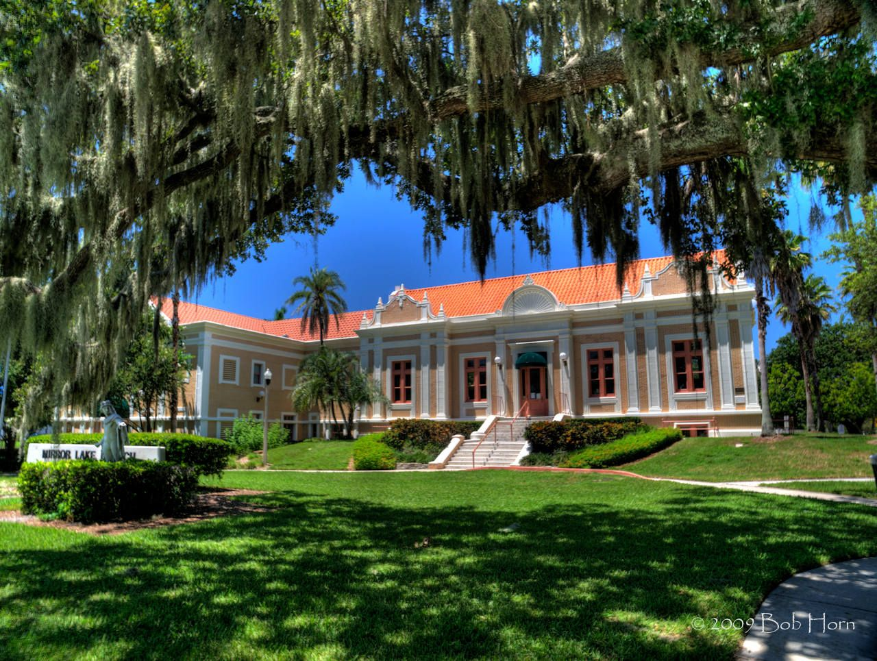 The Mirror Lake Library In St Petersburg Fl It S A Carnegie Library Built In 1915 But With Some Modern Additions Inc Ybor City Petersburg The Neighbourhood