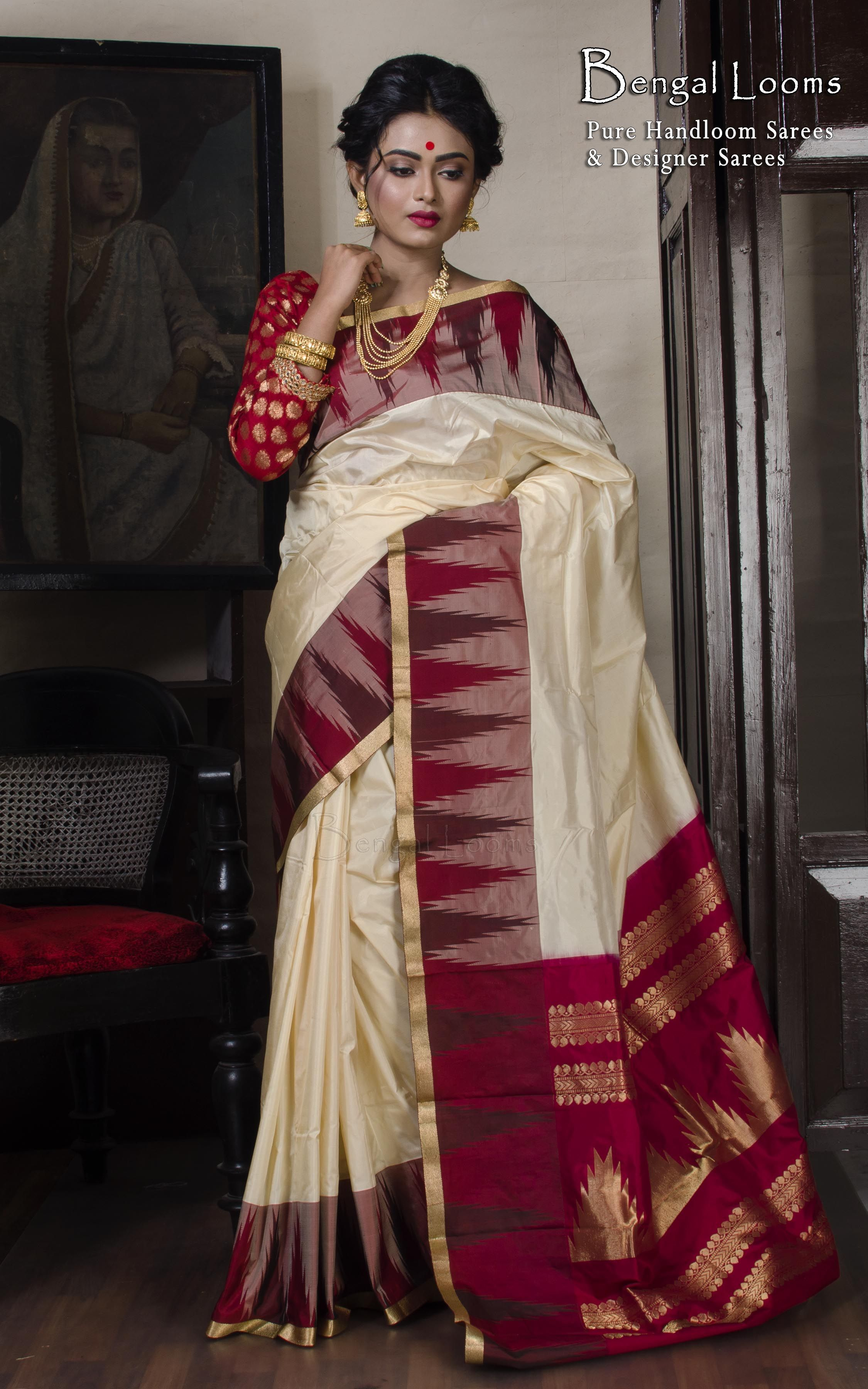 a003f11d1512b0 Beautiful White And Red Pure Silk Temple Border Kanchipuram Saree ...