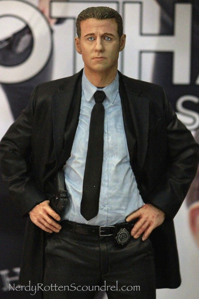 DC COMICS GOTHAM TV SERIES JAMES GORDON STATUE