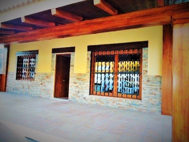 Acabado exteriores fachada de con zocalo de piedra www for Casas prefabricadas piedra