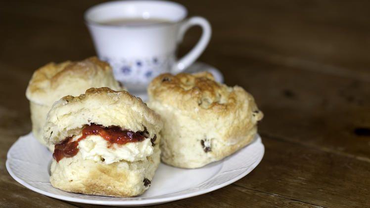 Scones essen wie bei den britischen Royals: Das Original-Rezept zum Selberbacken  – Dessert