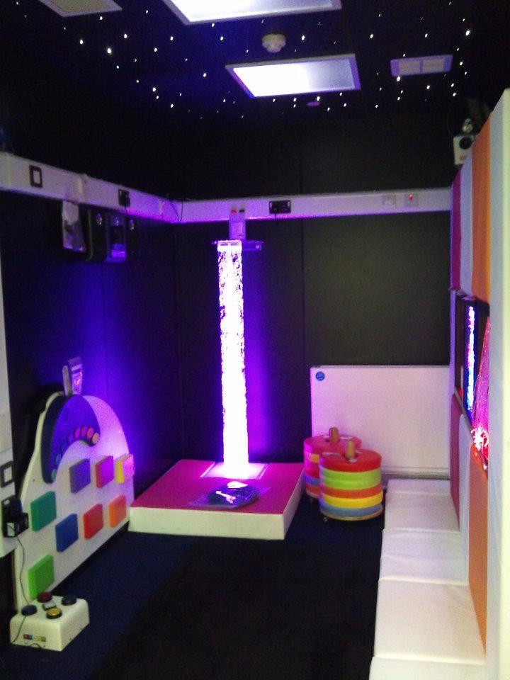 """Sensory Integration Room Design: Pourquoi Ne Pas Faire Un Espace """"noir"""" Et Mettre L'accent"""