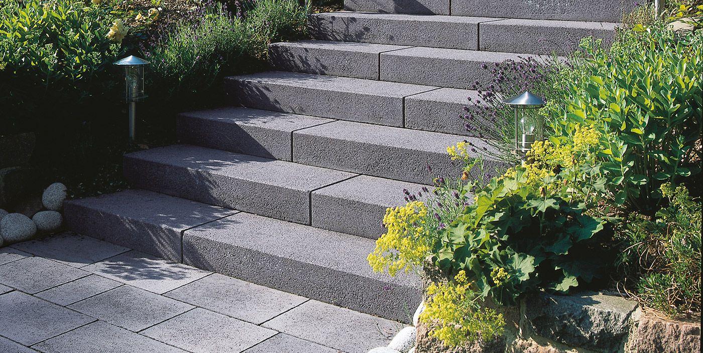 Rechte massieve traptreden zijn in het bijzonder geschikt for Trap tuin aanleggen