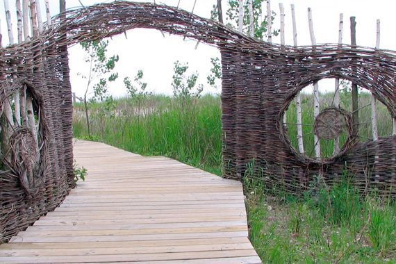 of Fences Will Give You Ideas to Design Your Own Rustic but Refined    Woven willow fences characterize the landscapes of the British Isles, where natural materials are still widely used as garden fences, gates, and swimming pool enclosures, even in the most sophisticated settingsRustic but Refined    Woven willow fences cha