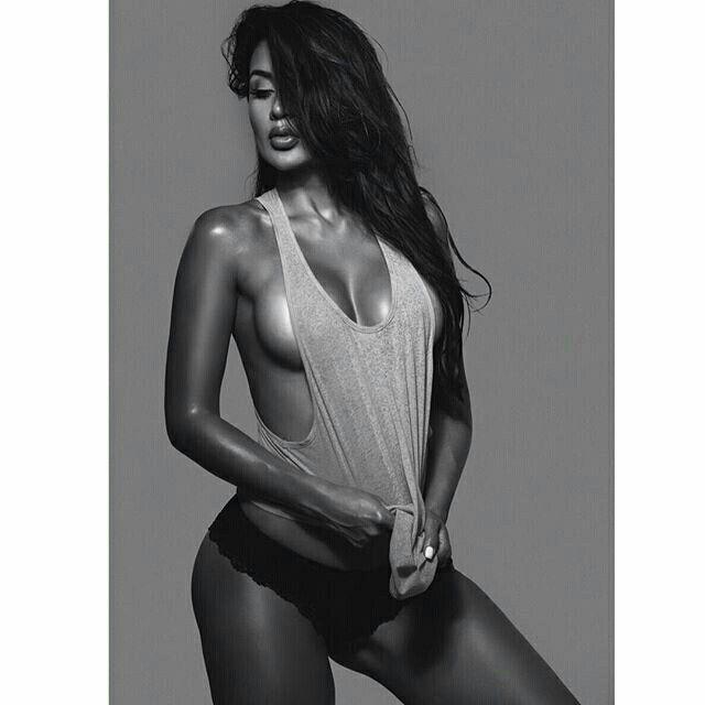 ⚫️ Black & White ⚪️ Love It !!  #blackandwhite #picoftheday #maximmag #Maximgirl #LuisaHerrera