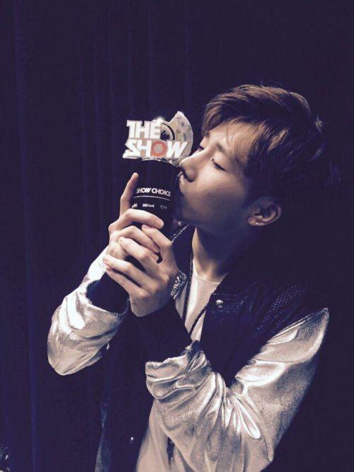 [Twitter] 150519 kyuzizi: 정말정말 감사합니다 근데 제가 너무 놀라고 당황해서 제일 중요한분 이름을 말씀못드렸어요 종완이형 너무너무 감사드립니다!!!!! ㅜㅜㅜㅜ || I'm really really thankful but due to shock and confusion I forgot to say the most important name Jongwan hyung thank you very very much!!!!! ㅜㅜㅜㅜ
