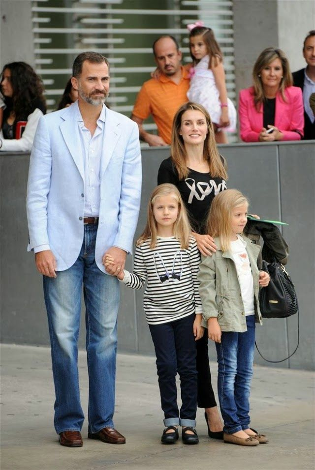 Letizia et Felipe avec les princesse Leonor et Sofia
