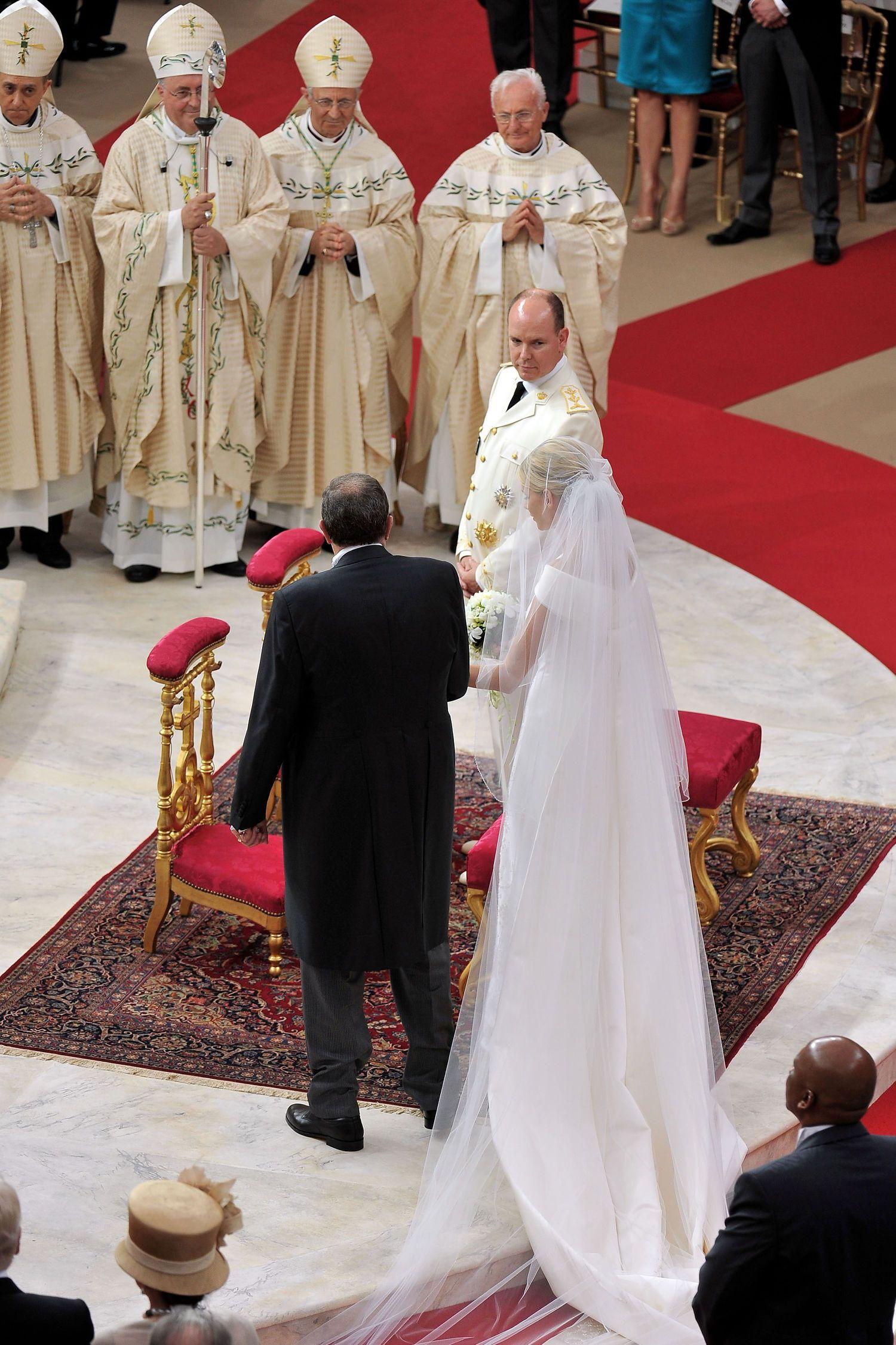 Hochzeit Albert Und Charlene Die Besten Bilder Hochzeitsalbum Hochzeitsalbum Konigliche Hochzeit Hochzeit